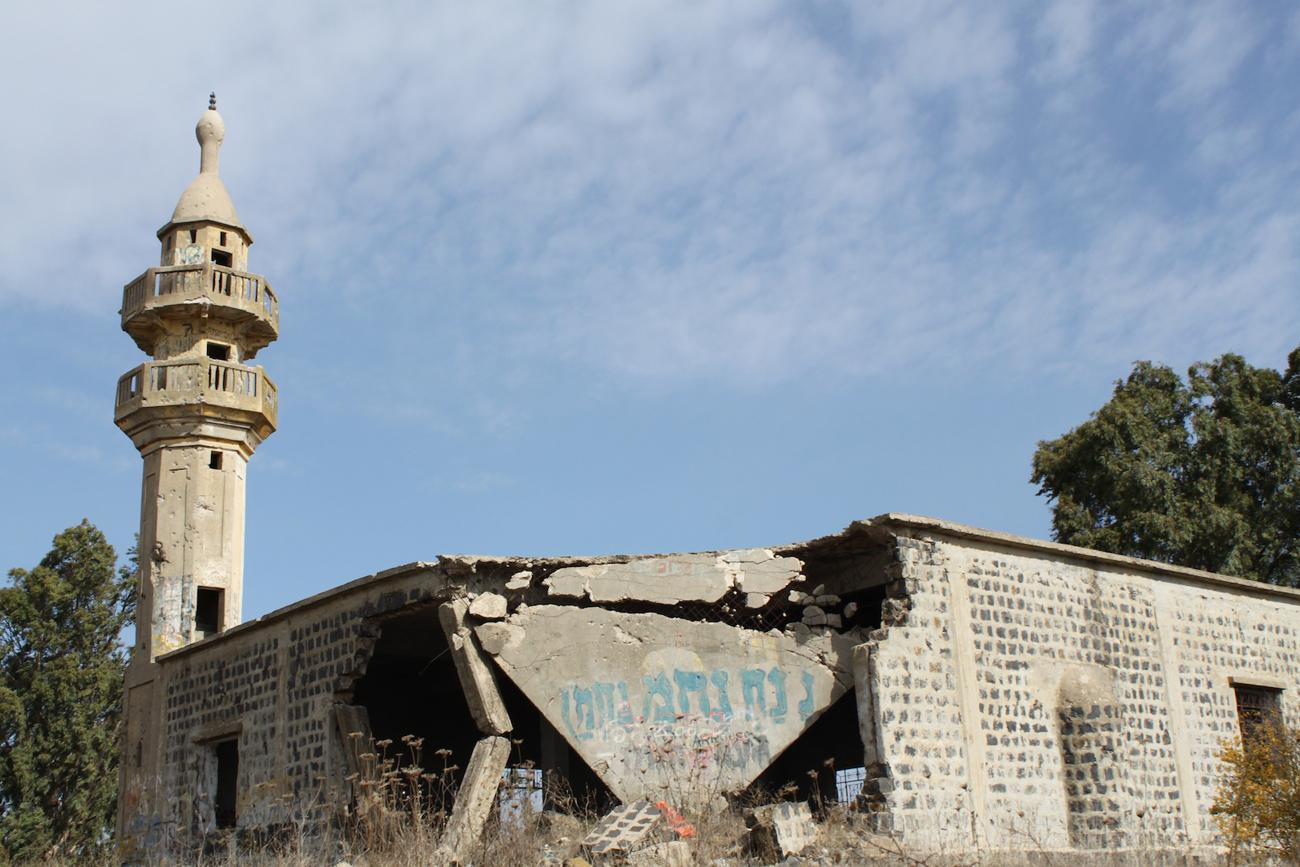 Vuoden 1967 taisteluissa tuhoutunut syyrialainen moskeija Israelin hallitsemalla Golanilla. Kuva: Timo R. Stewart
