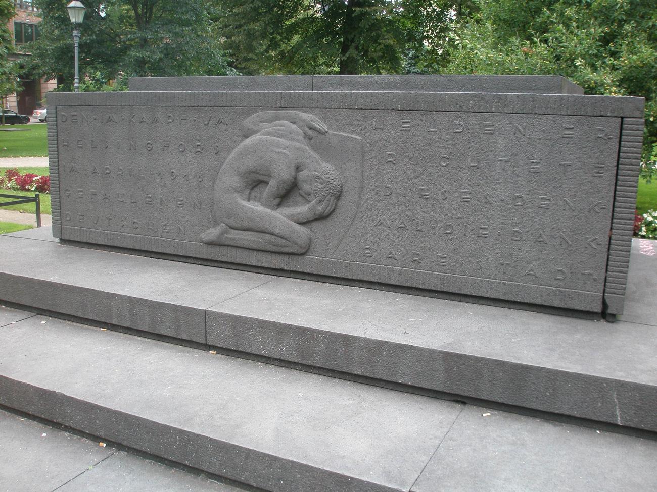 Ns. Helden-monumentti Ruttopuistosssa.