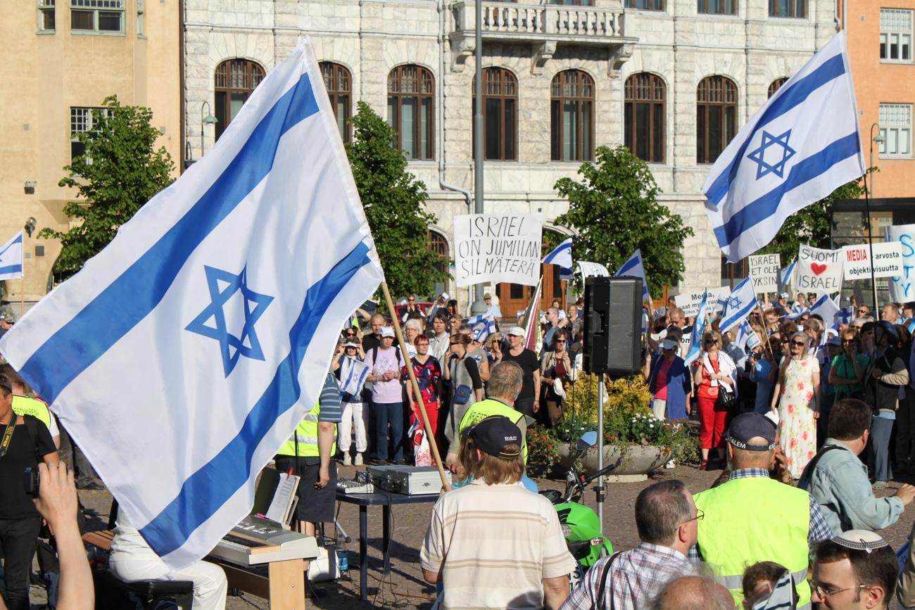 Mielenosoitus Israelin puolesta Helsingissä kesällä 2010. Kuva: Timo R. Stewart
