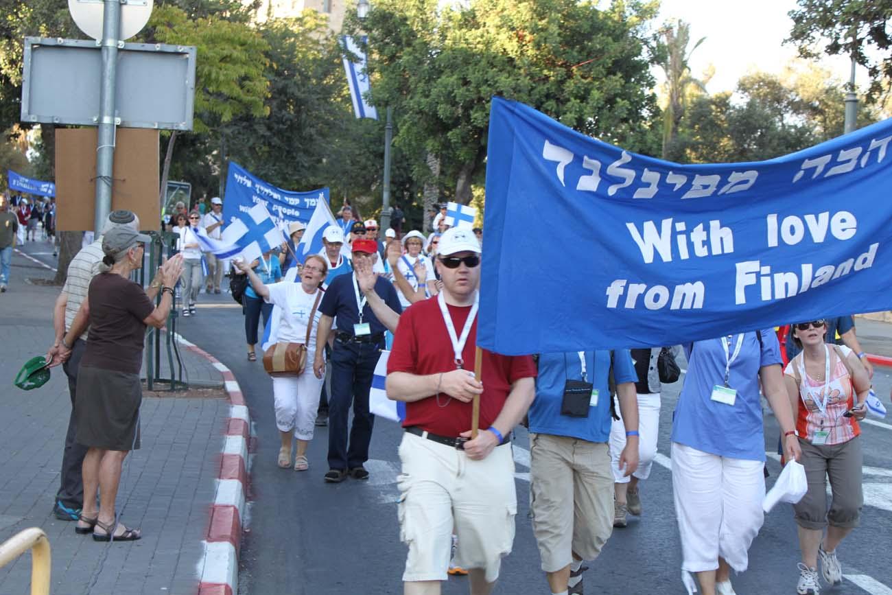 Suomalaisia kristittyjä Jerusalemissa lehtimajanjuhlilla lokakuussa 2011. Kuva: Timo R. Stewart