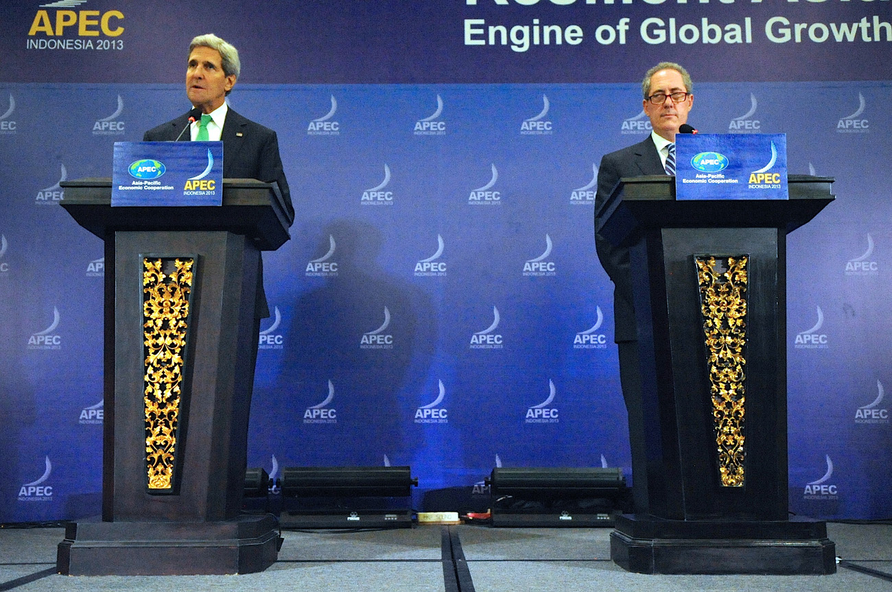 Yhdysvaltain ulkoministeri John Kerry ja kauppaedustaja Michael Froman. Kuva: Wikimedia Commons