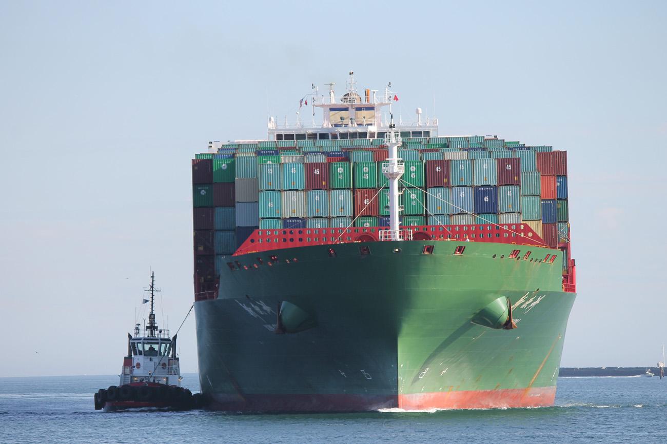 China Shipping Linen -konttialus lähestyy Los Angelesin satamaa. Kuva: Corey Seeman/Flickr
