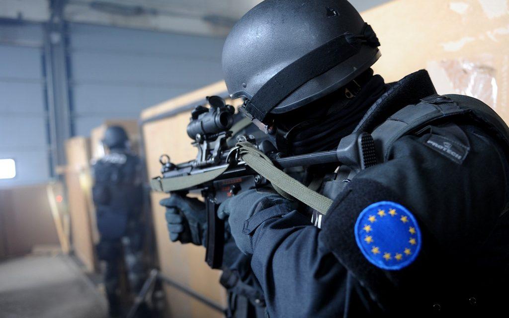 Keisarin uudet vaatteet – tarinoita EU:n kriisinhallinnasta