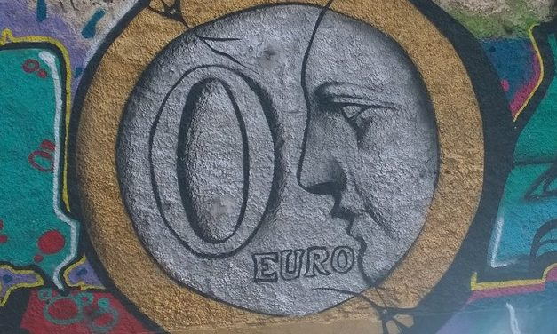 Kreikan kriisi kytee säästöliekillä