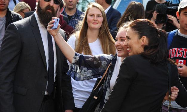 Uuden-Seelannin vaaleissa vastakkain uusi ja vanha: Jacinda Ardernin johdolla työväenpuolue haastoi maan nykypolitiikan