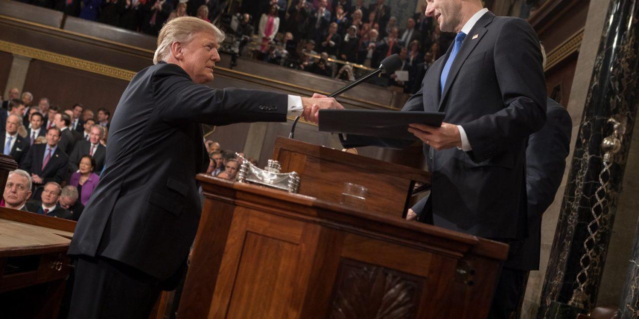 Trumpia äänestäneet saivat kaaosta ja yllätyksiä, eivät uudistuksia
