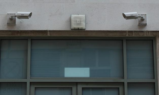 Automaattinen kameravalvonta rekisteröi väkivaltaa ja sairaskohtauksia – turvallisuuden nimissä siirrytään kohti valvontayhteiskuntaa