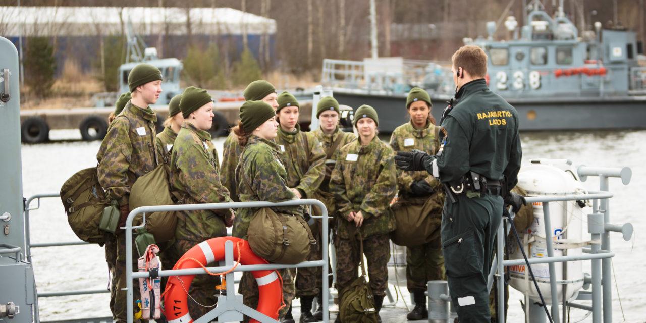 Kansalaispalvelus vastaisi uusiin turvallisuusuhkiin nykyistä puolustusjärjestelmää paremmin – asevelvollisuudesta ei kuitenkaan ole syytä luopua