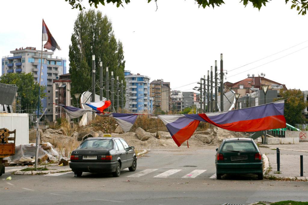 Mitrovican kaupungin silta Pohjois-Kosovossa