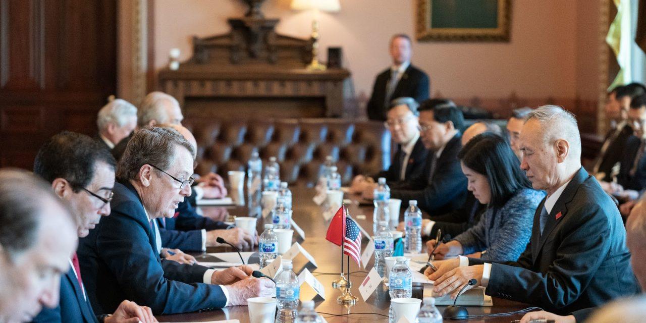 Yhdysvaltain ja Kiinan kauppasota pintaa syvemmältä – mitä kauppadata kertoo maiden välisistä tulleista?