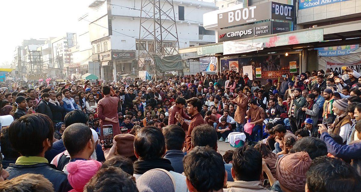 Hindunationalismilla ratsastavan Narendra Modin kansalaisuuslaki leimautti Intian liekkeihin