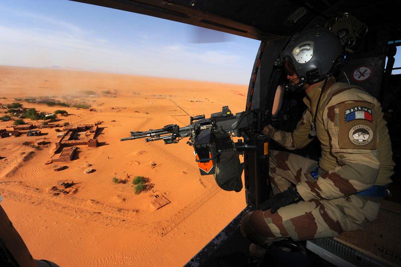 Ranskan liput palavat Malissa ja tulokseton kissa-hiiri-leikki aavikolla jatkuu – jihadismin vastaisen taistelun hinta kovenee, mutta loppua ei ole näkyvissä