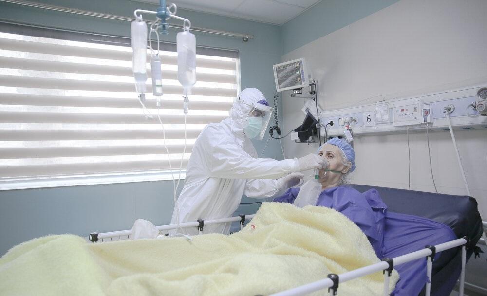 Salaliittoteoriat ja vaaralliset hoitomuodot kukoistavat Iranissa, kun koronavirusepidemian johtaminen takkuaa