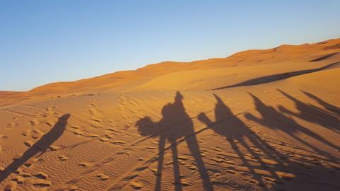 """Jäätynyt konflikti Saharan kuumalla aavikolla: vuosikymmeniä paossa eläneet sahrawit odottavat pääsyä """"kotiin"""""""