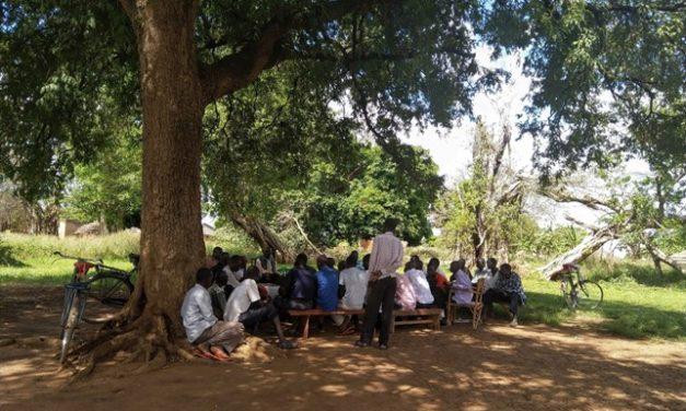 """""""Tuomme ihmiset yhteen kuolemien välttämiseksi"""" − Sovittelut rakentavat rauhaa sisällissodan jälkeisessä Pohjois-Ugandassa"""