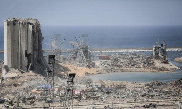 Ranska pyrkii vaikuttamaan Libanoniin kepilllä ja porkkanalla – presidentti Macron esiintyi lohduttajana satamaräjähdyksen jälkeisessä Beirutissa