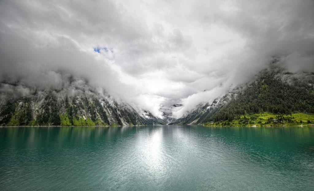 Vesivoimantuotantoa säätelevä tekojärvi Itävallassa