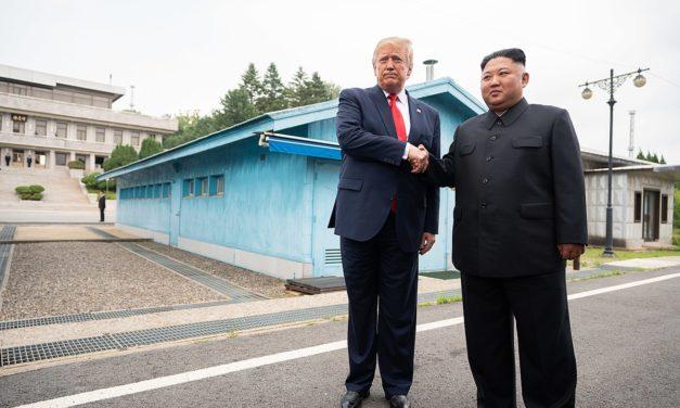 Valta vaihtuu Valkoisessa talossa, mutta yksi pysyy: Pohjois-Korea ei lakkaa piinaamasta Yhdysvaltojen presidenttiä