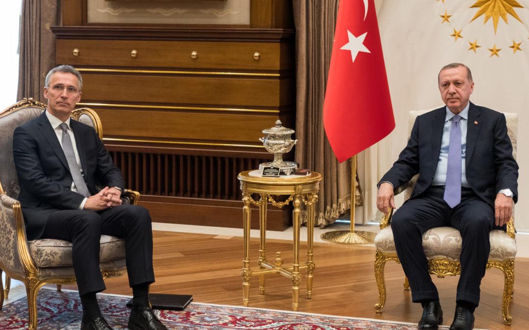 Turkin kiistat lännen kanssa ajavat Naton suhteita aallonpohjaan