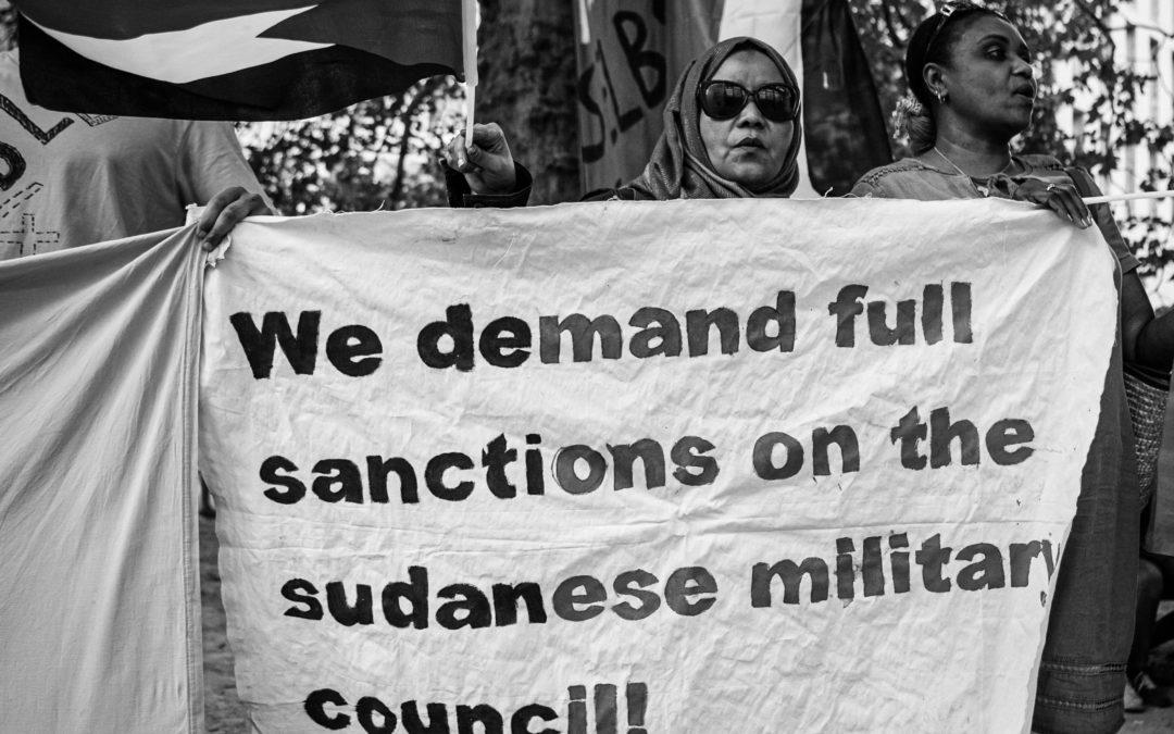 Diktaattorista eroon päässyt Sudanin kansa joutuu vielä odottamaan demokratiaa