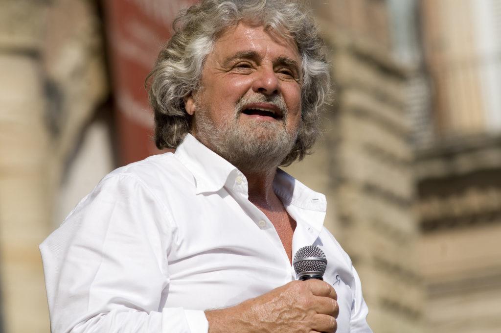 Peppe Grillo pitämässä puhetta