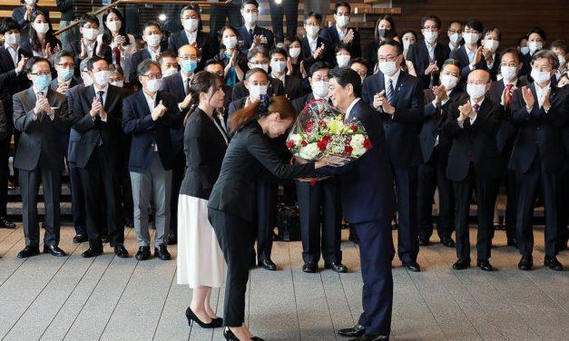 Sayonara, Shinzo Abe: perustuslakiuudistus lipui lopulta Japanin pitkäaikaisimman pääministerin ulottumattomiin