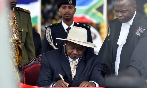 Ugandan vaaleissa Bobi Wine ja nuori äänestäjäkunta vaativat muutosta – 35 vuotta vallassa roikkunut Museveni vastasi väkivalloin