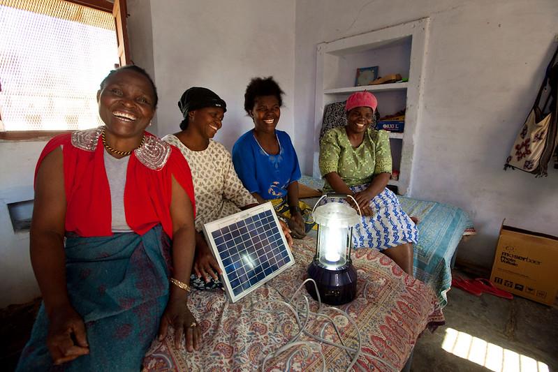 Siirtyminen uusiutuvaan energiaan myllertää Afrikan suhteita länsimaihin ja Kiinaan