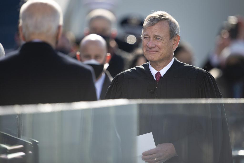 Kuvassa Yhdysvaltain korkeimman oikeuden puheenjohtaja John Roberts